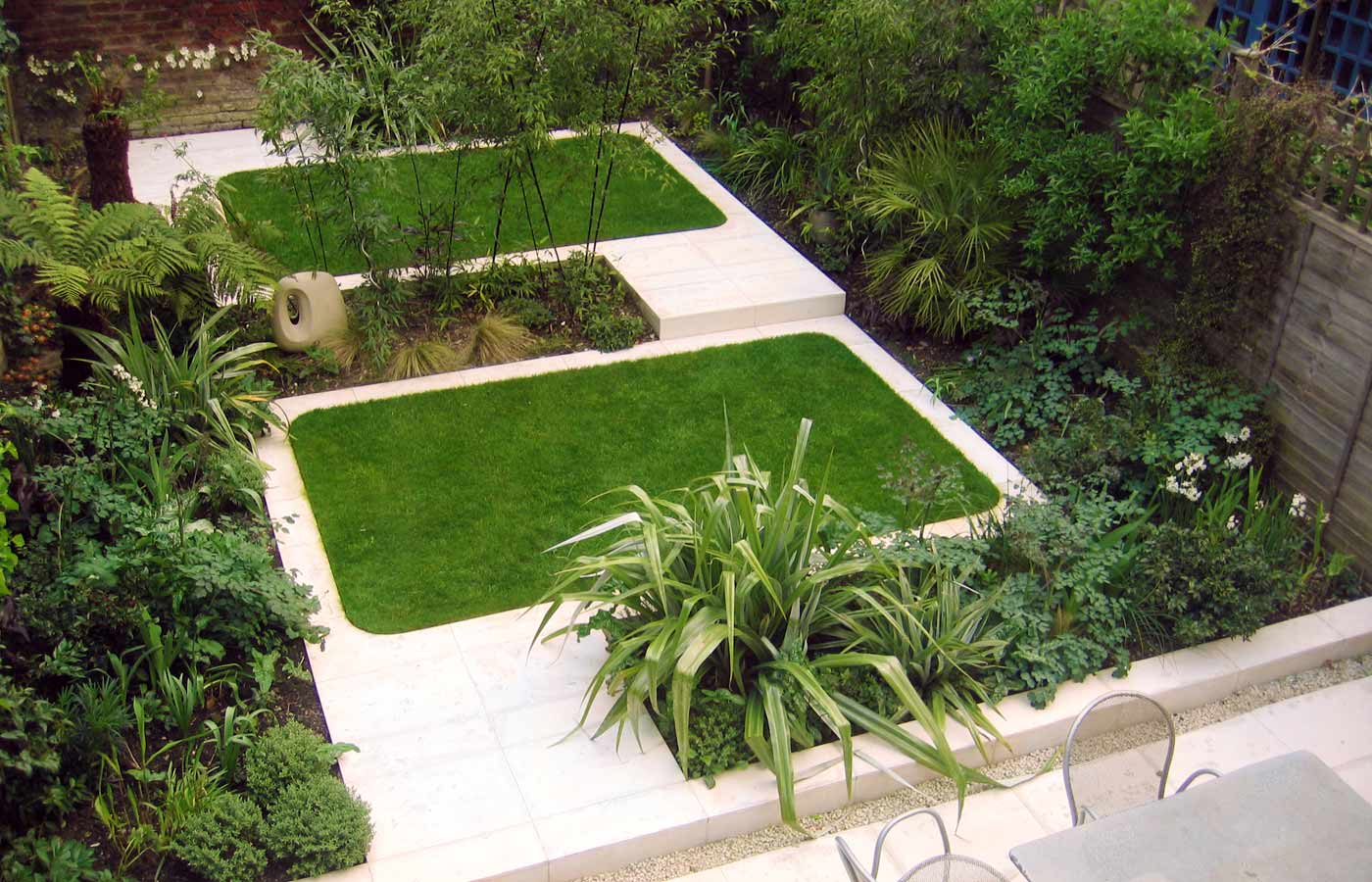Modern town garden design north facing garden design for Garden designs images pictures