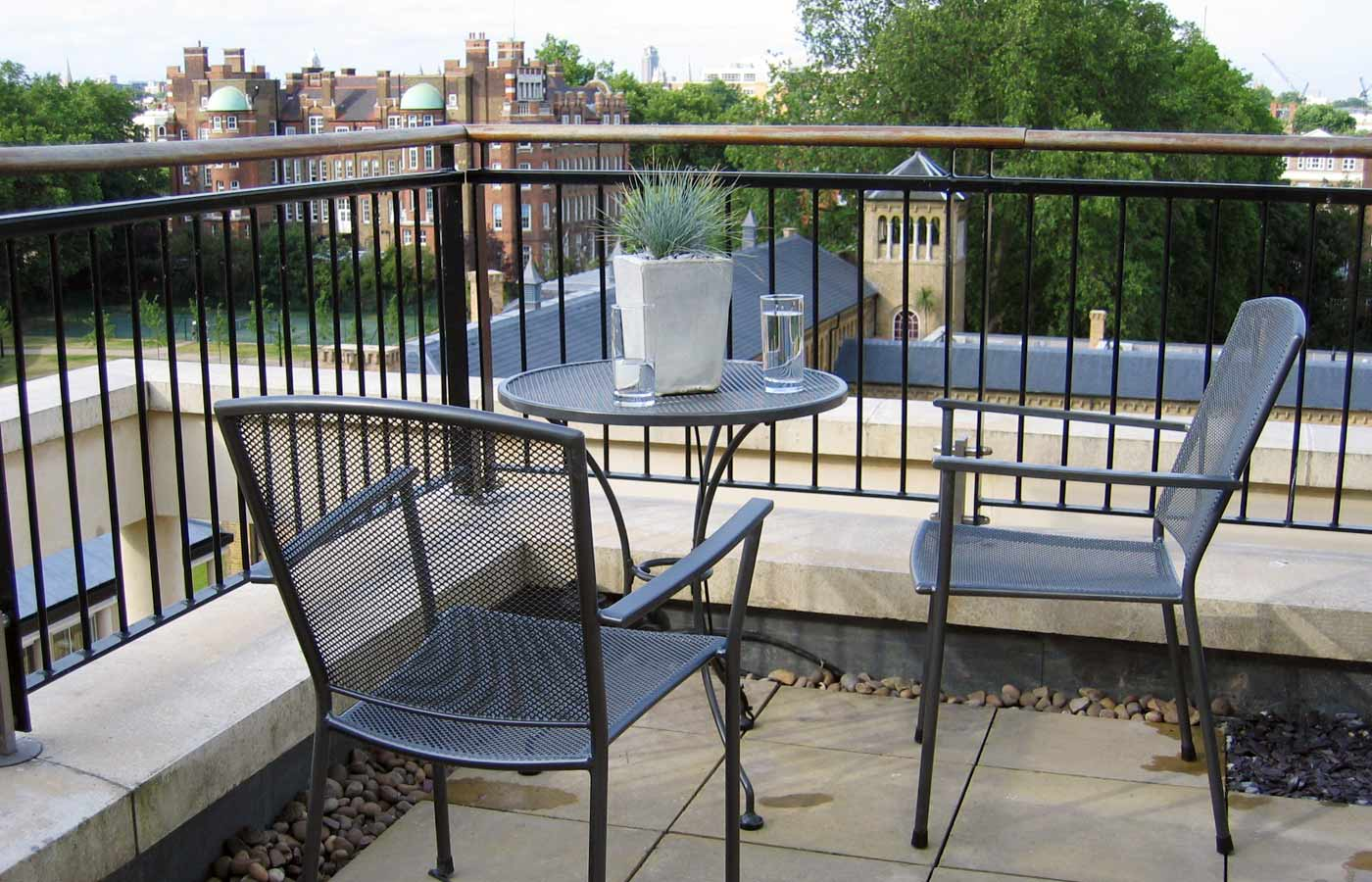 Roof terrace design fulham london for Terrace roof design india