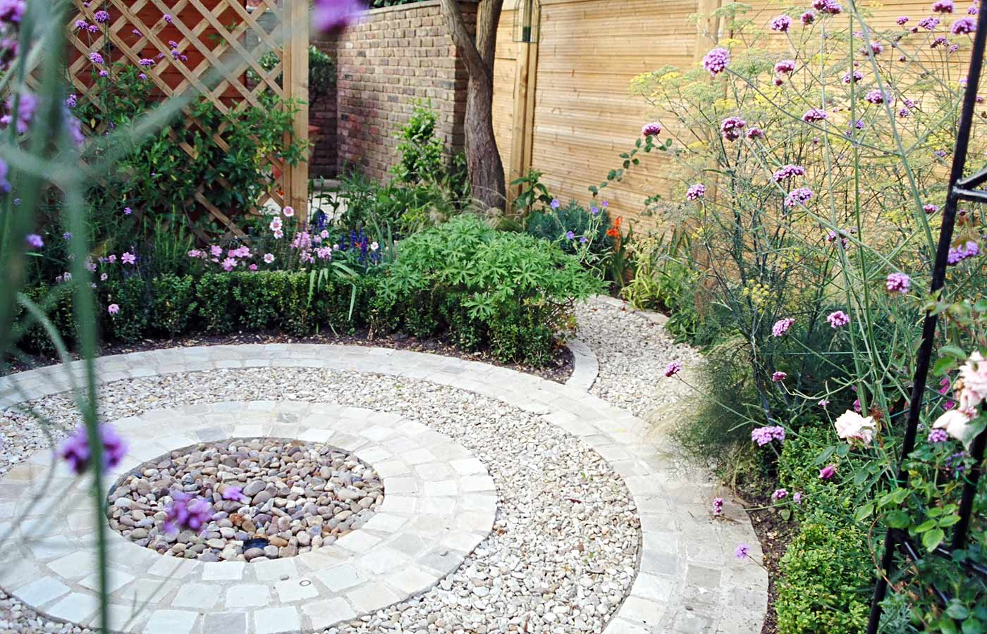 Circular area with box hedging water feature