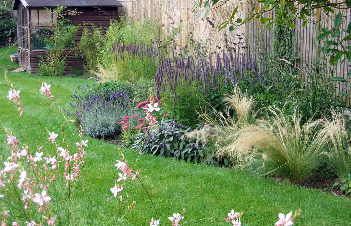 Cottage garden design garden design surrey for Garden landscaping ideas for large gardens