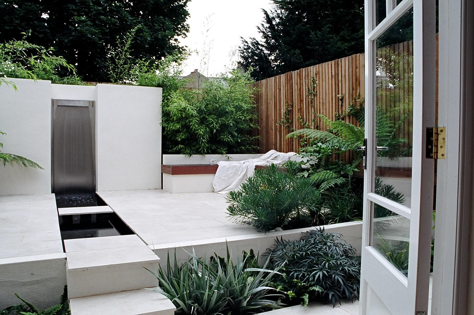 Small urban garden design garden design st albans for Modern garden design