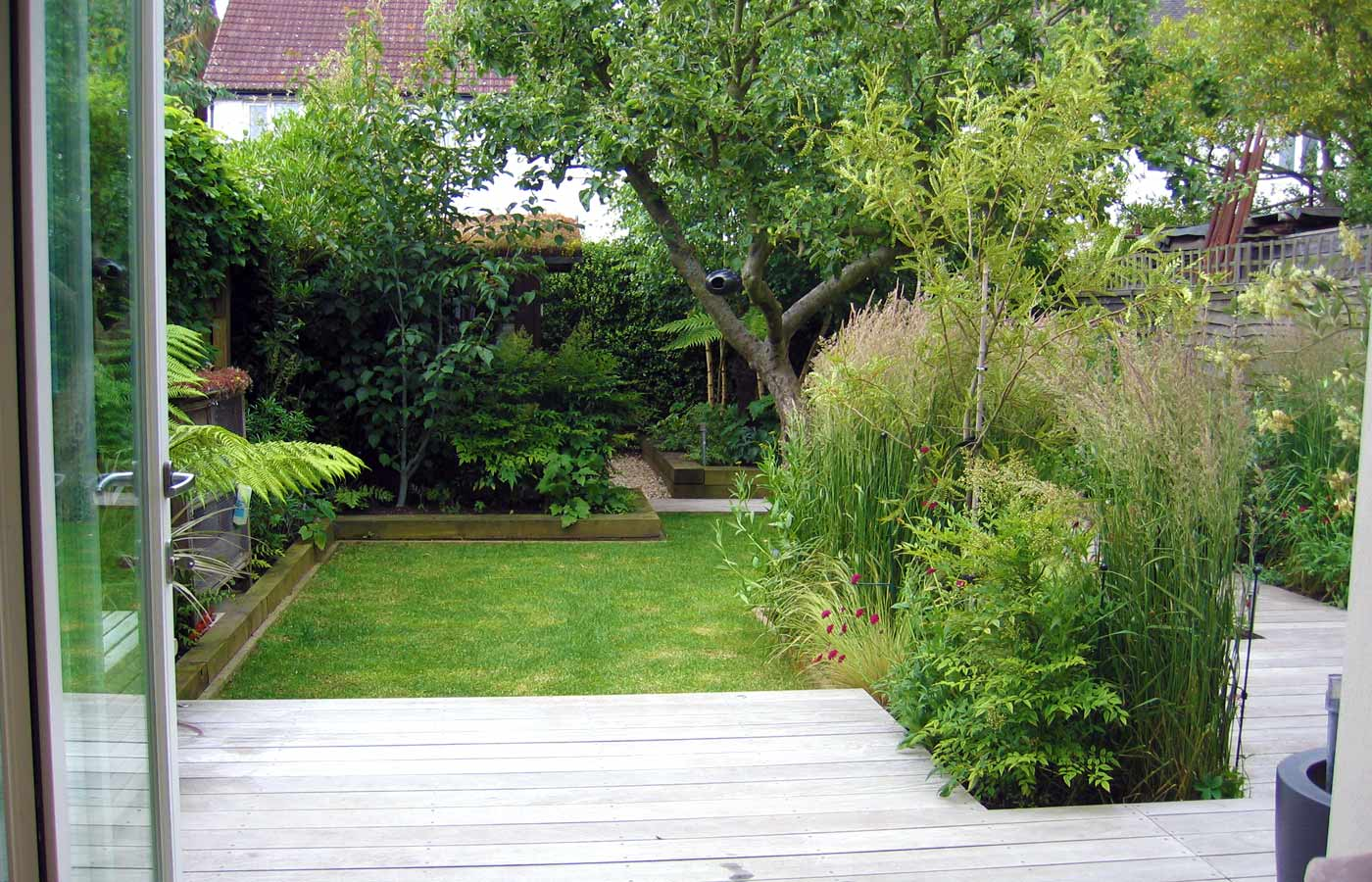 Garden design for small garden with decking for Gartengestaltung 200 qm