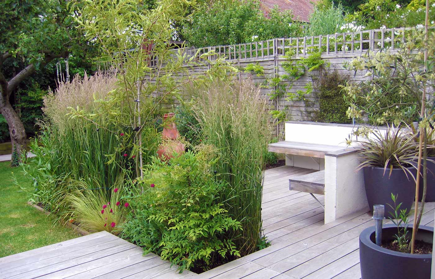 Garden design for small garden with decking for Images of garden decking