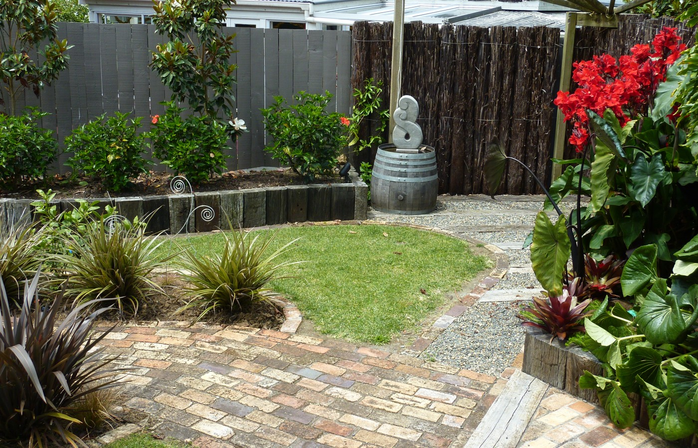New Zealand garden with sculpture