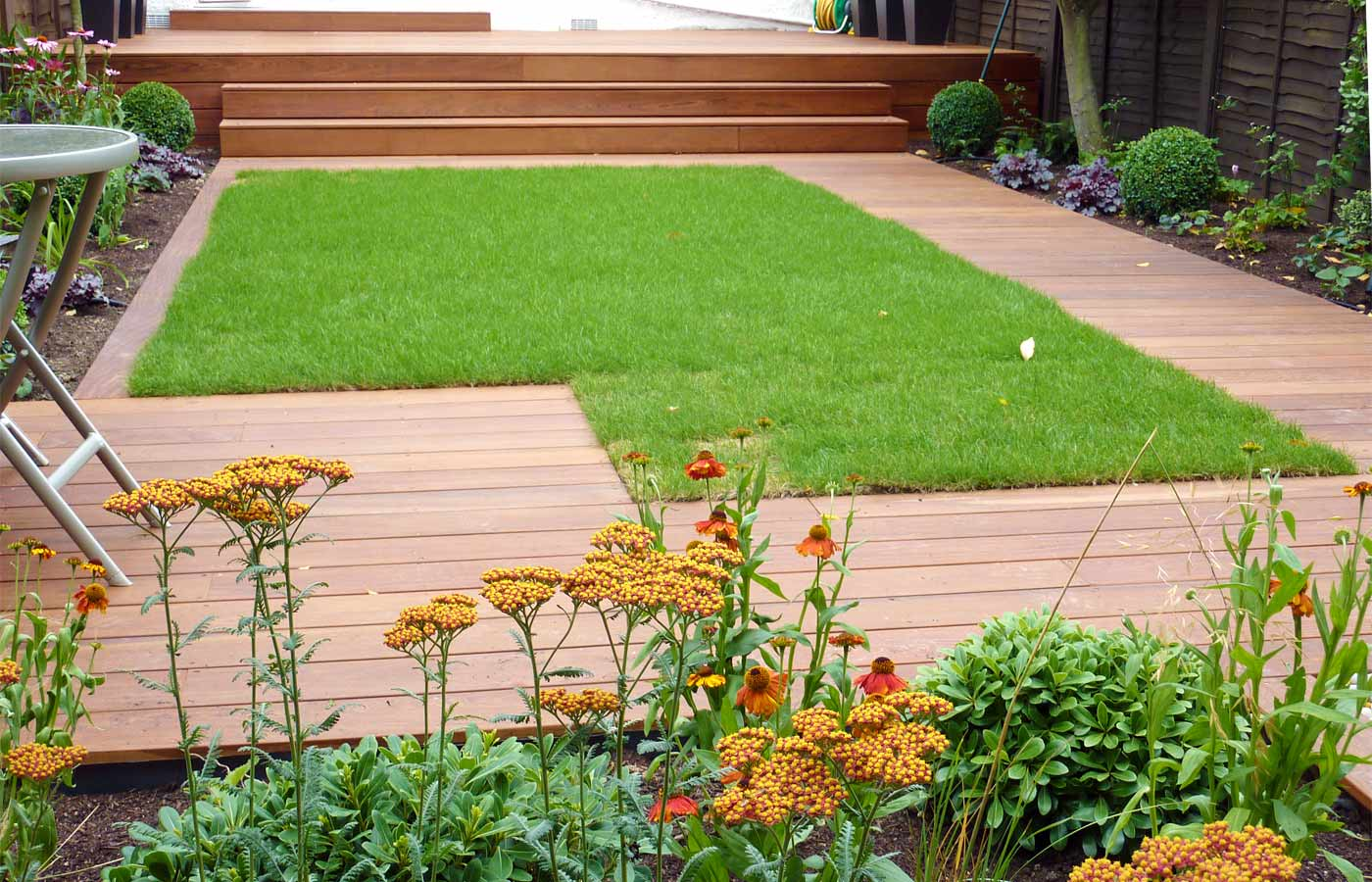 Contemporary garden design london for Images of garden decking