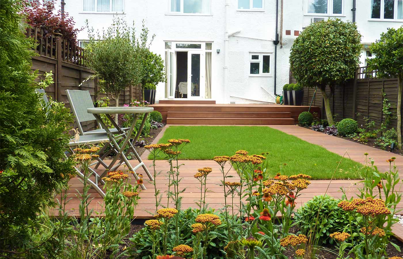 Contemporary garden design london for Garden decking designs uk