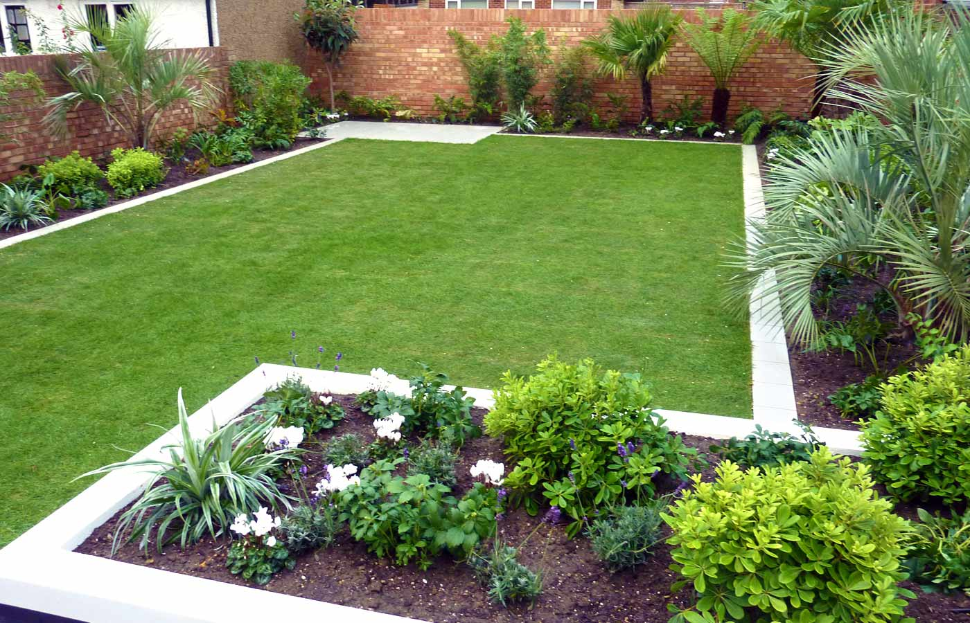 Modern garden design garden design london for Simple house garden design